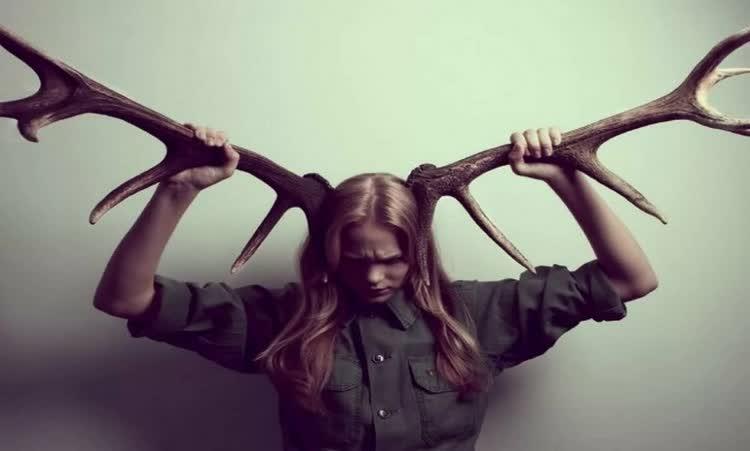 женщина с рогами