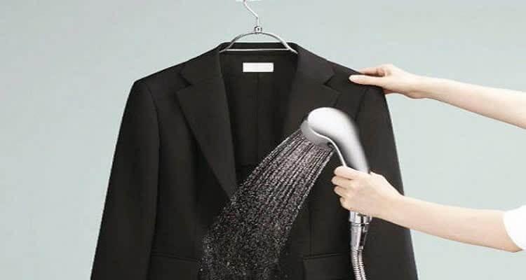обливание пиджака лейкой душа