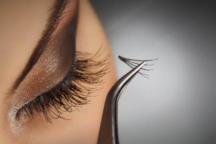How to remove extended eyelashes