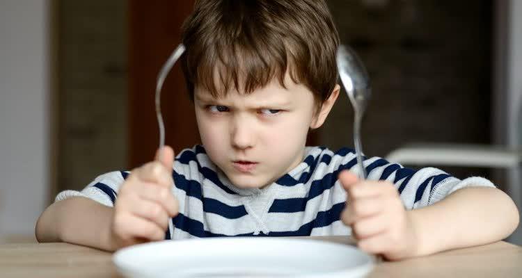 Ребенок капризничает при еде