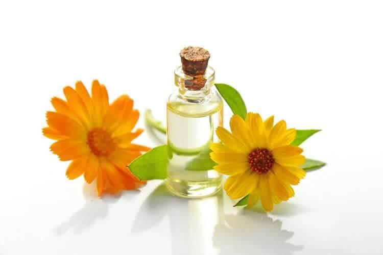 Эфирное масло и цветы