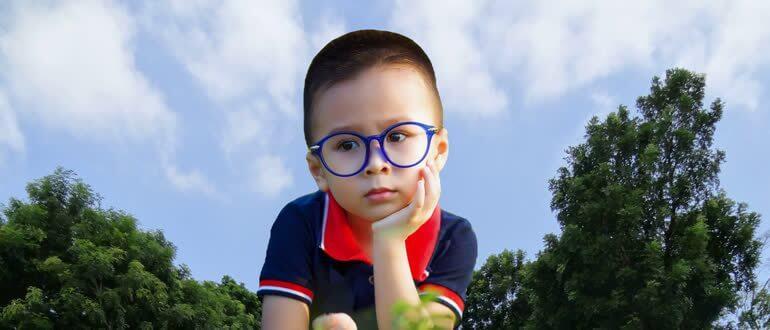 Ребенок думает как выговаривать букву р