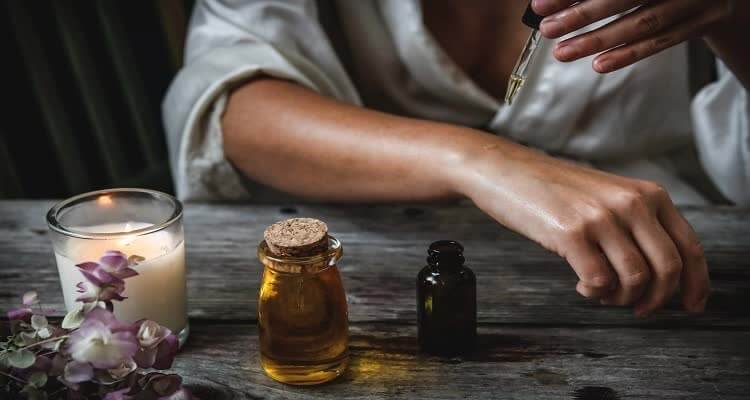 Нанесение лифтингового крема и масла