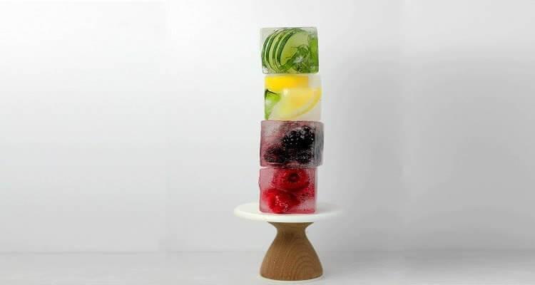 Кубики льда с фруктами